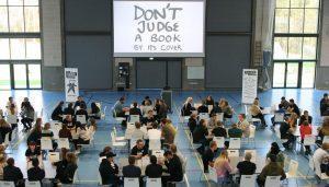 संपादकीय - मशीनों के दौर में मानव पुस्तकालय 8